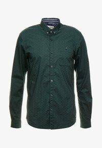 TOM TAILOR DENIM - ALLOVER PRINTED STRETCH  - Shirt - green - 4