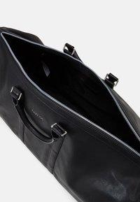 Guess - SCALA UNISEX - Weekend bag - black - 2
