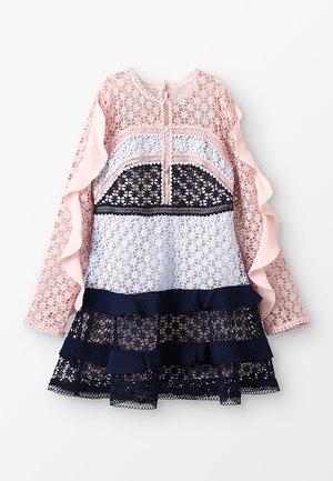 ARABELLA LACE DRESS - Koktejlové šaty/ šaty na párty - cupcake pink