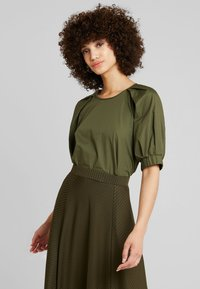 mint&berry - ROUND NECK BLOUSE WITH BALOON SLEEVE - Bluser - olive night - 0