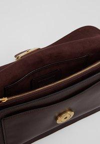 Coach - POLISHED TABBY SHOULDER BAG - Handbag - oxblood - 4