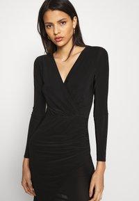 Missguided - SLINKY WRAP OVER MINI DRESS - Pouzdrové šaty - black - 4