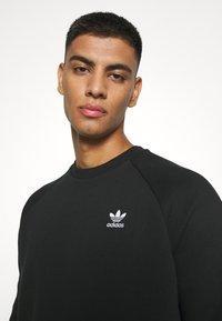 adidas Originals - ESSENTIAL CREW - Sudadera - black - 5