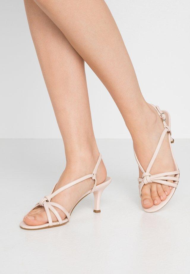 Sandals - powder pink