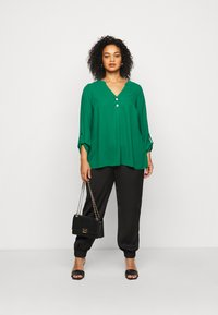 Dorothy Perkins Curve - CURVE PLAIN ROLL SLEEVE  - Long sleeved top - green - 1