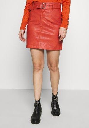 ONLKIERA PETITE SKIRT - Mini skirt - hot sauce
