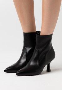 Stuart Weitzman - MELENA  - Classic ankle boots - black - 0