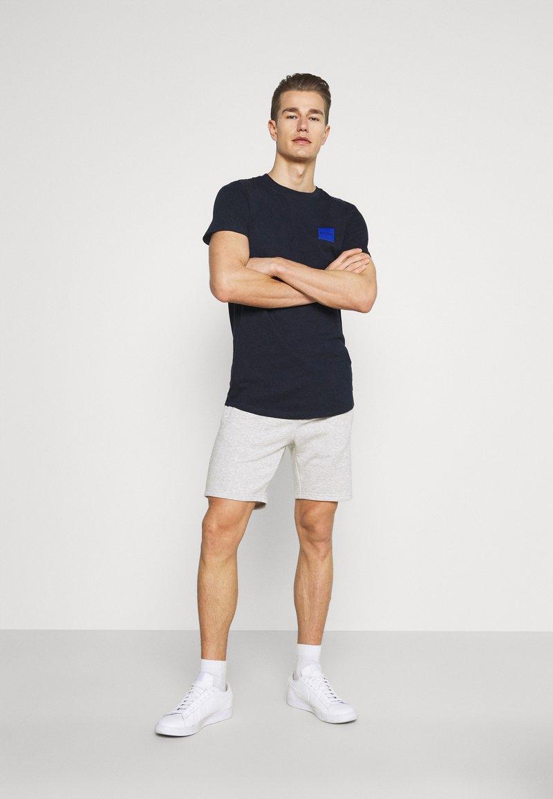 Pier One - 2 PACK - Shorts - mottled light grey/dark blue