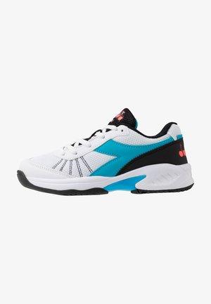 S. CHALLENGE 3 JR UNISEX - Multicourt tennis shoes - white/blue fluo
