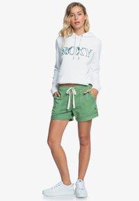Roxy - LIFE IS SWEETER - Shorts - vineyard green - 1
