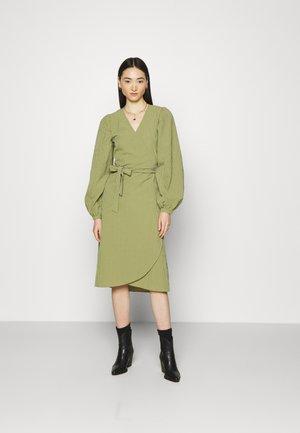 PIMKIE - Denní šaty - olive branch