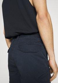 s.Oliver - BERMUDA - Shorts - dark blue - 4