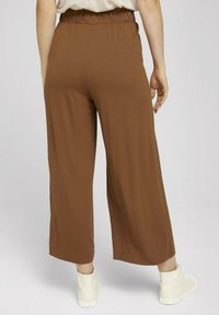 TOM TAILOR DENIM - PAPERBAG CULOTTE WITH POCKETS - Trousers - amber brown - 2