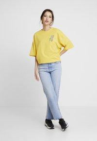 Even&Odd - Print T-shirt - ochre - 1