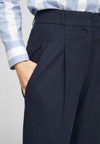 s.Oliver BLACK LABEL - MIT BÜGELFALTEN - Trousers - dark blue - 3