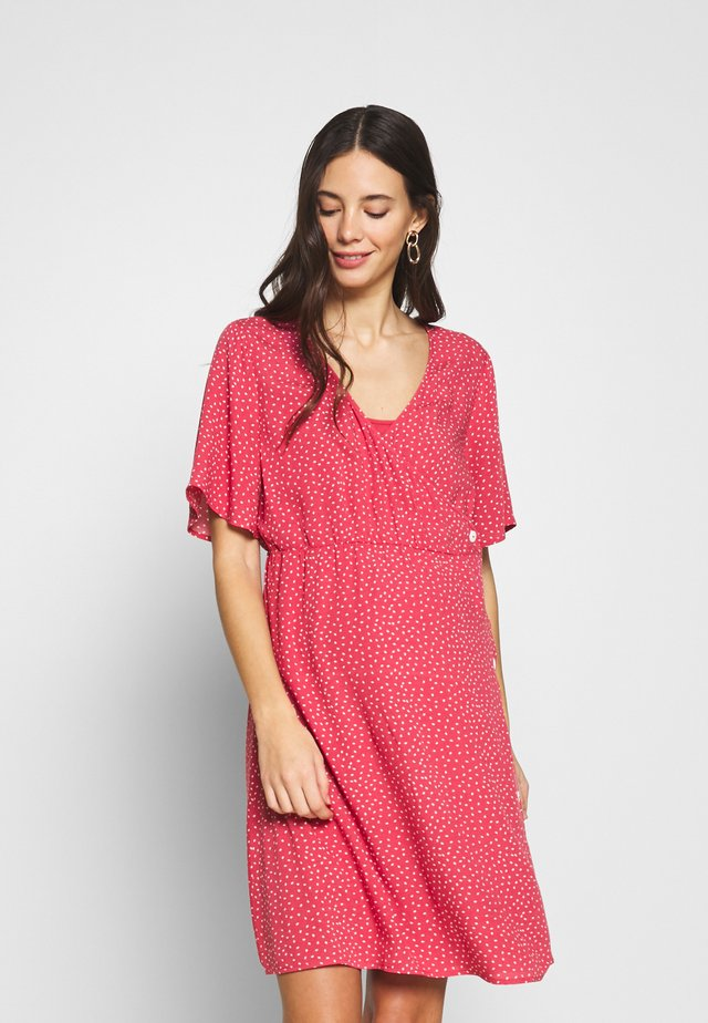 NURSING DOTTED DRESS CROSSED WITH BUTTON - Blousejurk - strawberry