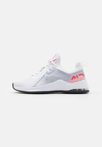 AIR MAX BELLA TR 3 - Zapatillas de entrenamiento - white/bright crimson/football grey