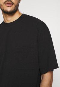 GAP - OVERSZED - T-shirt - bas - true black - 5