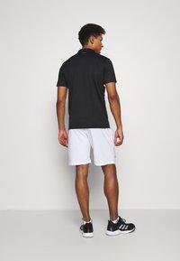 adidas Performance - CLUB 3-STRIPES TENNIS AEROREADY PRIMEGREEN SHORTS - Pantalón corto de deporte - white/black - 2