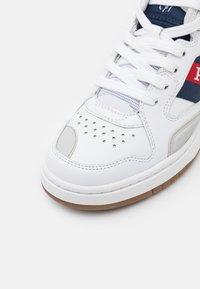 Polo Ralph Lauren - UNISEX - Korkeavartiset tennarit - white/newport navy - 5