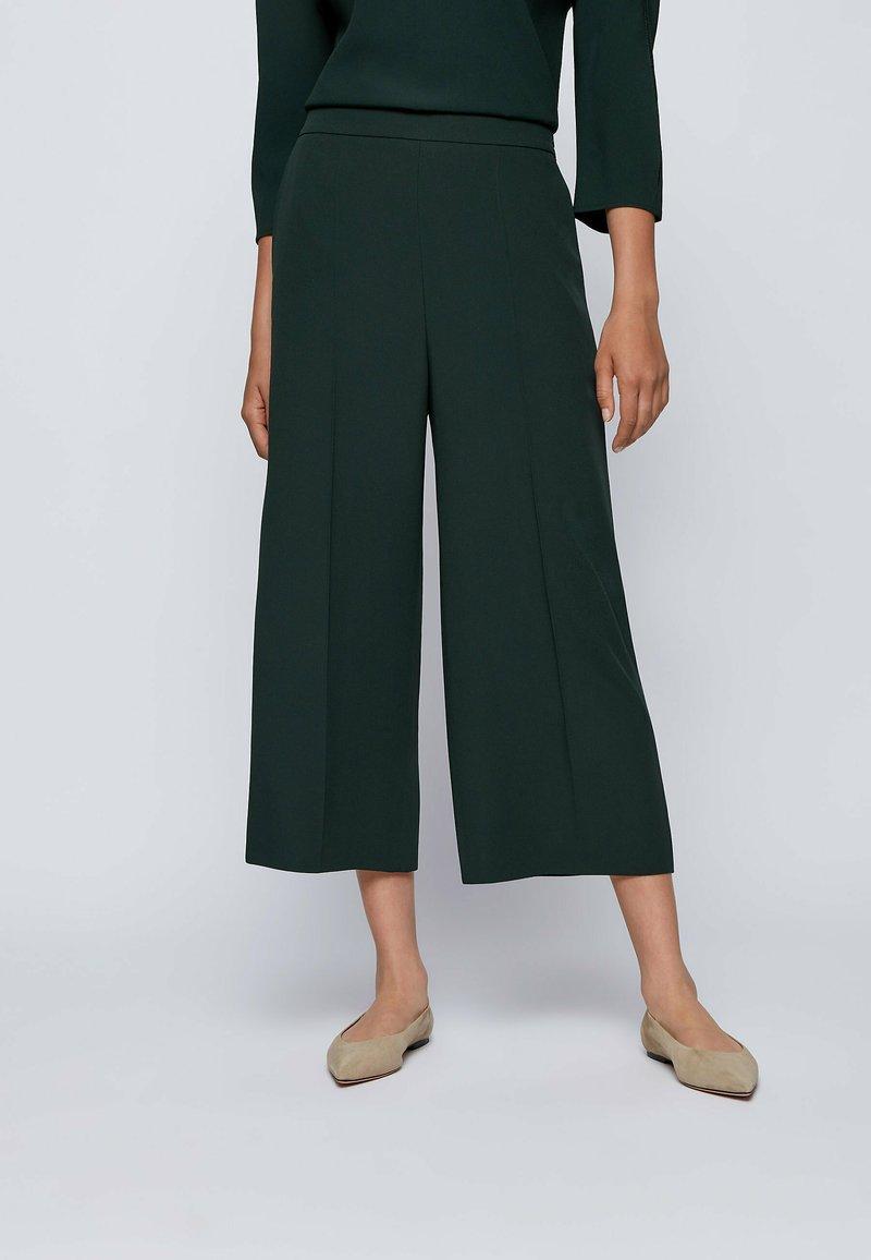 BOSS - Trousers - open green