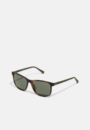 UNISEX - Sunglasses - havanna blond/grün