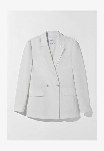 MIT KNÖPFEN  - Krótki płaszcz - white