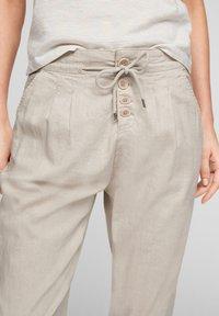Q/S designed by - REGULAR FIT - Pantalon classique - beige - 5