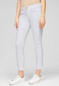 s.Oliver BLACK LABEL - Slim fit jeans - fresh white denim - 0