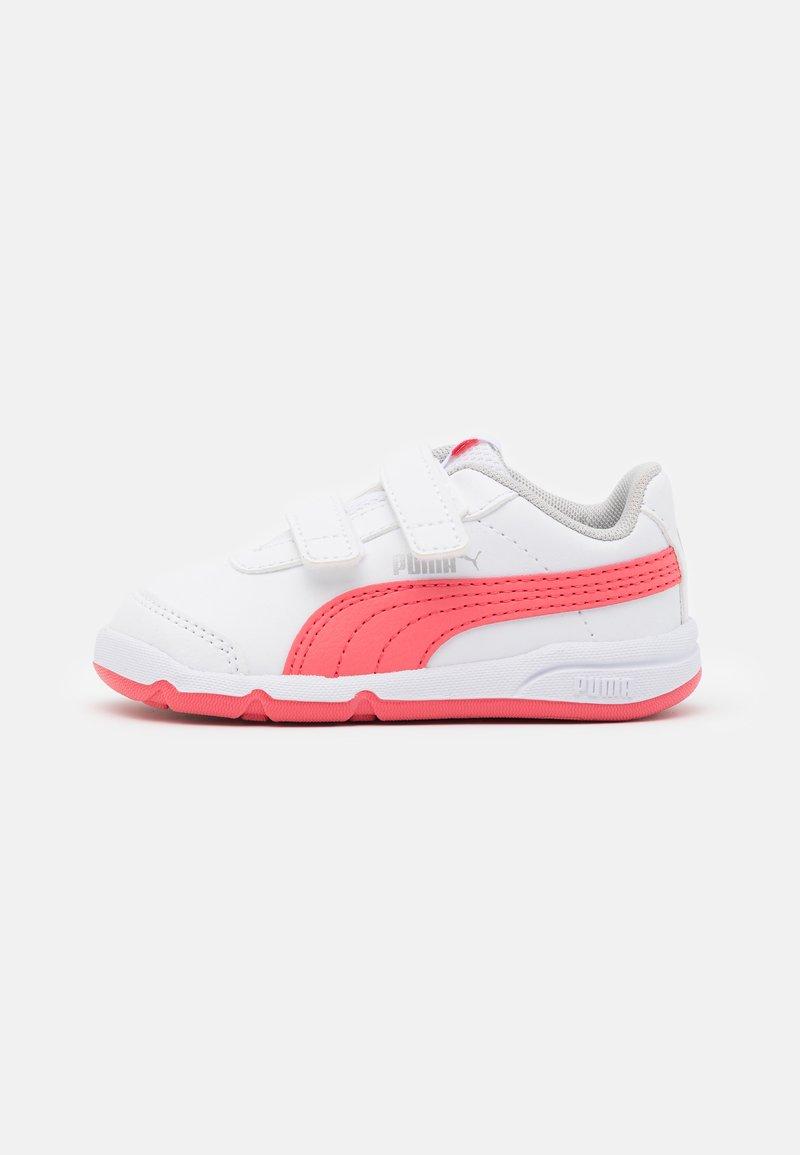 Puma - STEPFLEEX 2 UNISEX - Sportschoenen - white/sun kissed coral