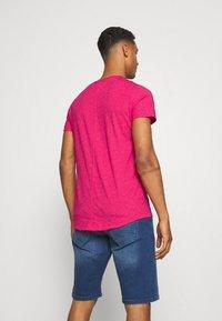 Tommy Jeans - SLIM JASPE V NECK - T-shirt - bas - pink - 2