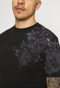 River Island - FLORAL TEE - Print T-shirt - black - 5