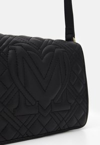 Love Moschino - QUILTED SOFT - Across body bag - nero - 4