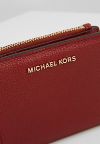 MICHAEL Michael Kors - JET SET SNAP BILLFOLD SMALL - Geldbörse - brandy - 2