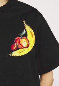 3.1 Phillip Lim - BANANA  - Print T-shirt - black - 4