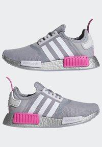 adidas Originals - NMD_R1 SHOES - Matalavartiset tennarit - halo silver/ftwr white/screaming pink - 5