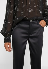 J Brand - SELENA MID RISE CROP BOOT - Bootcut jeans - black - 3