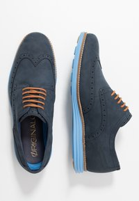 Cole Haan - ORIGINAL GRAND WINGTIP OXFORD - Chaussures à lacets - navy ink/hawthorn/pacific coast - 1