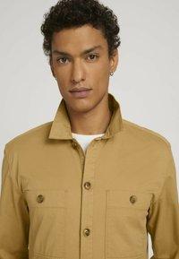 TOM TAILOR DENIM - Camicia - golden ochre - 3
