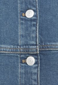 Selected Femme - SLFLAUREL DRESS - Farkkumekko - medium blue denim - 2