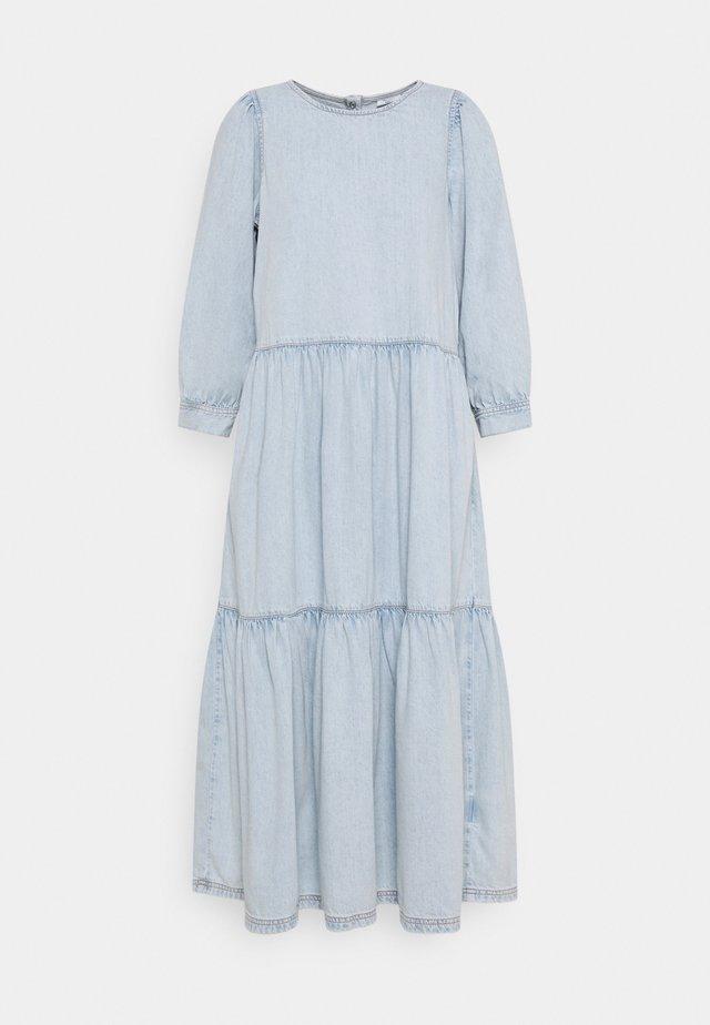 DRESS MIDI LENGTH ROUND NECK VOLUME SLEEVE - Denimové šaty - blue
