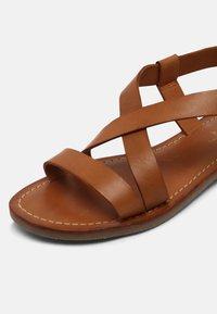 Copenhagen Shoes - MARI - Sandaalit nilkkaremmillä - cognac - 7