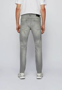 BOSS - Jeans Tapered Fit - light grey - 2