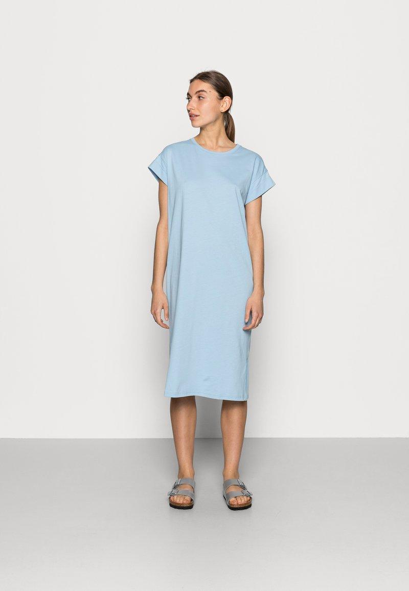 Moss Copenhagen - ELISSE ALVA DRESS - Trikoomekko - powder blue