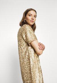 Pieces - PCALISIA DRESS - Vestito elegante - warm sand - 3