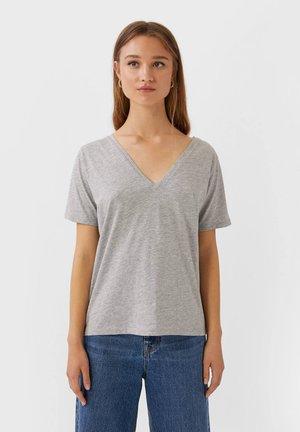 MIT V-AUSSCHNITT  - Basic T-shirt - grey
