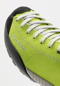 Scarpa - MOJITO UNISEX - Zapatillas de senderismo - green fluo - 5