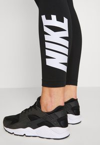 Nike Sportswear - CLUB  - Leggings - black/white - 3