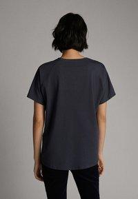Massimo Dutti - Basic T-shirt - dark blue - 1