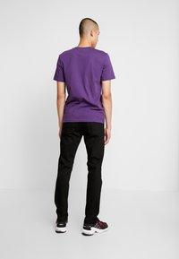 Nudie Jeans - STEADY EDDIE - Straight leg jeans - dry ever black - 2